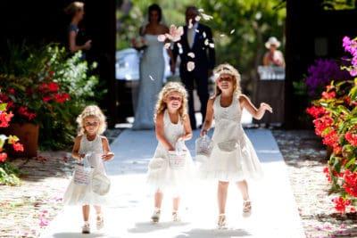 Bruidsmeisjes op de witte loper,Huwelijksceremonie in Spanje, Trouwen in Marbella, wedding en planning, weddingplanner, foto Reflexx Reportages