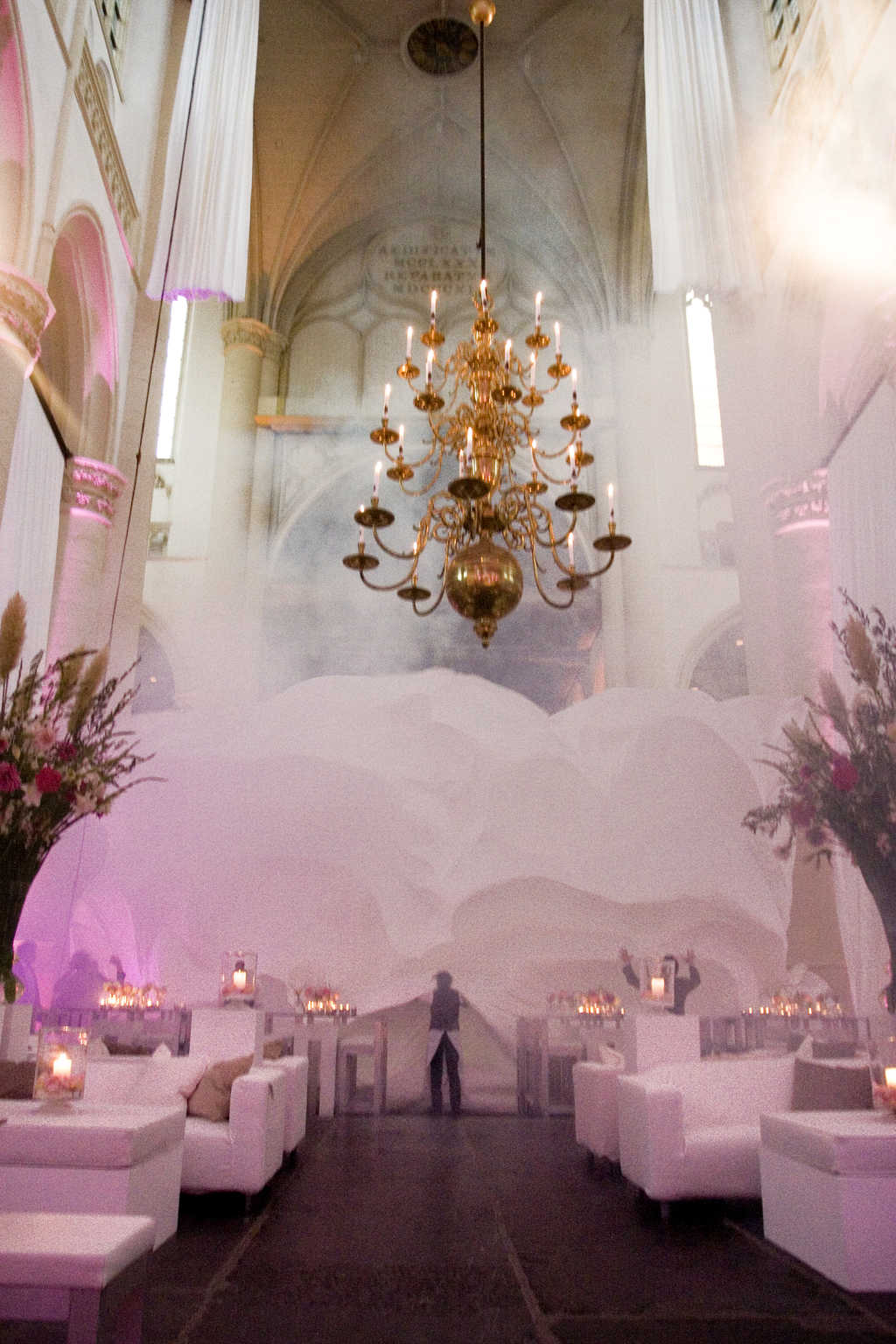 Spectaculaire overgang van receptie naar walking diner, wedding en planning, Weddingplanner, fotocredits Sjouke Dijkstra