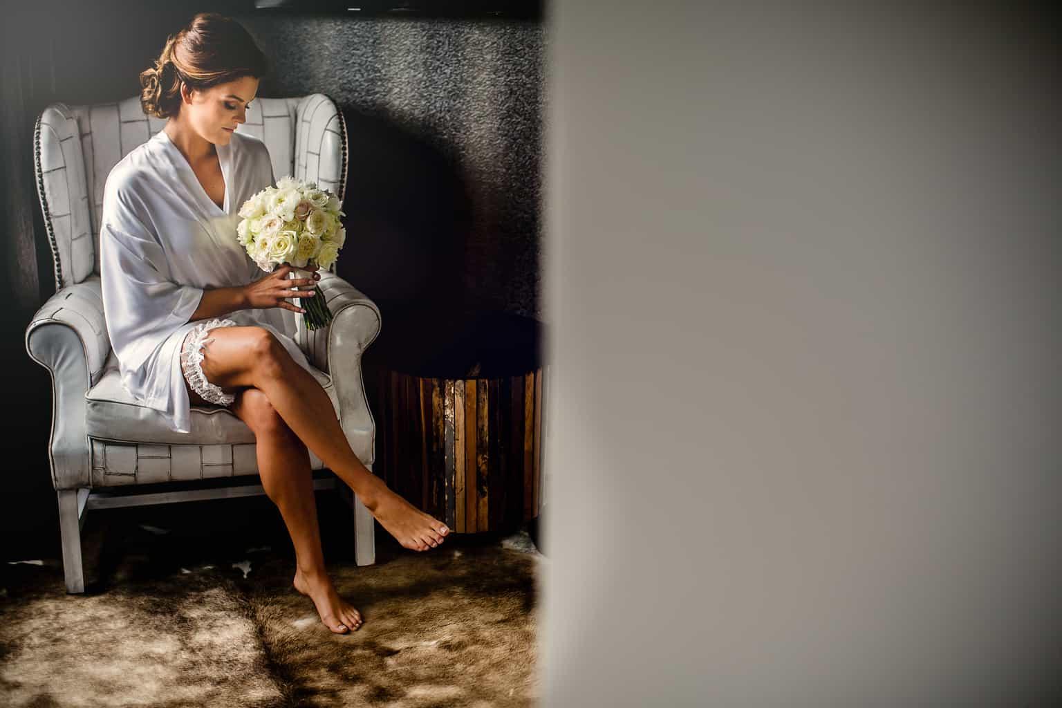 fotocredits Eppel Fotografie, bruid met bruidsboeket, bruiloft regelen, Wedding en planning, Wedding planner