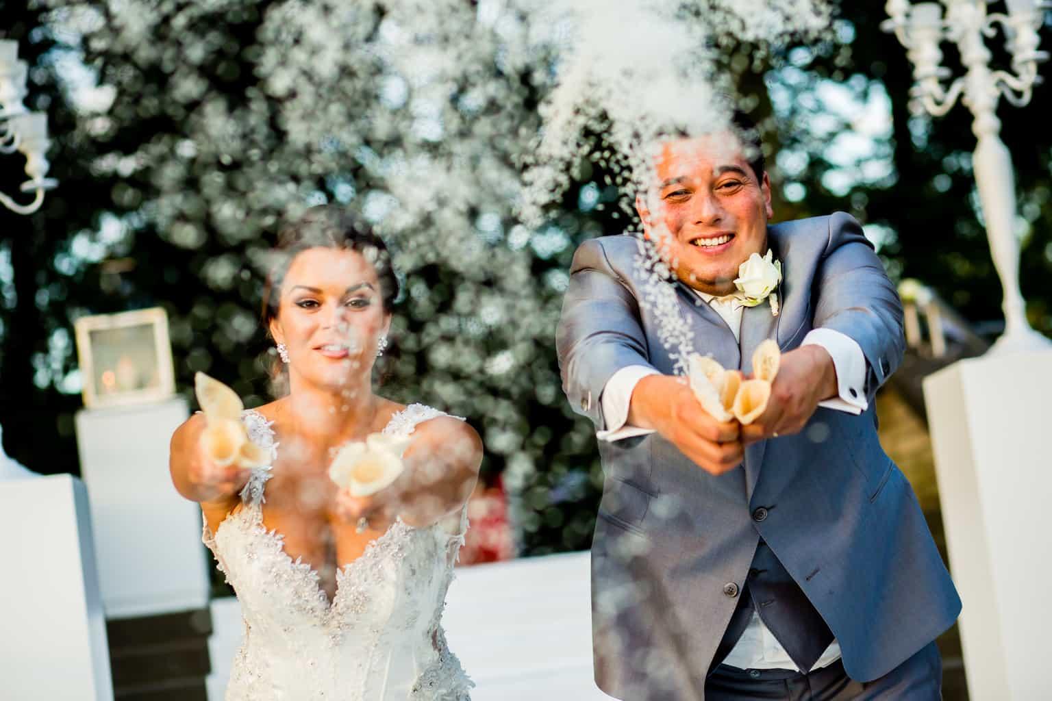 rijst gooien na de ceremonie, trouwen , huwelijk plannen, Weddingplanner, wedding en planning, fotocredits Eppel Fotografie