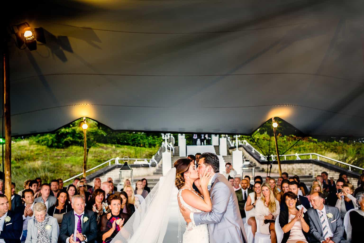 fotocredits Eppel Fotografie, de kus na het ja woord, trouwen , Weddingplanner, wedding en planning