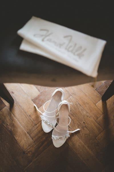 Shoes of the bride,wedding en planning, weddingplanner, foto Laura Mölleman