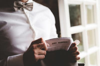groom with his suite, just married, wedding en planning, weddingplanner, fotocredits Laura Möllemann