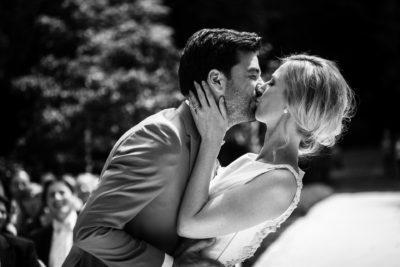 Wedding en Planning, weddingplanner, de kus na het ja woord, buiten trouwen , fotocredits Laura Möllemann