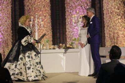 Wedding en Planning   weddingplanner   trouwen in de Vondelkerk   kaarslicht tijdens huwelijksceremonie   winterwedding   ja woord geven   flowerwall   rozenwand   fotocredits Karen Kaper