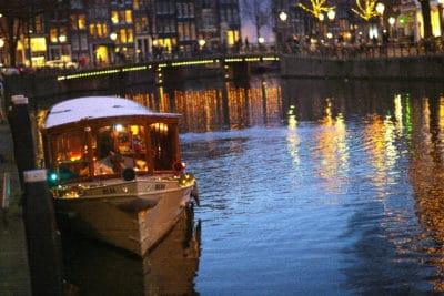 Wedding en Planning | weddingplanner | winterwedding | trouwen en feesten in een kerk | trouwen in amsterdam | dineren op een salonboot | huwelijksweekend | fotocredits Karen Kaper