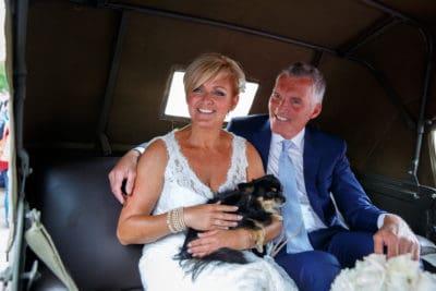 Huwelijk Caroline en Ernst-Jan, bruidspaar op weg naar de ceremonie, Evert Doorn Fotografie, wedding en planning,weddingplanner