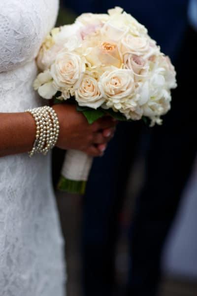 Bruid met bruidsboeket, Huwelijk Caroline en Ernst-Jan, Evert Doorn Fotografie,weddingplanner, wedding en planning