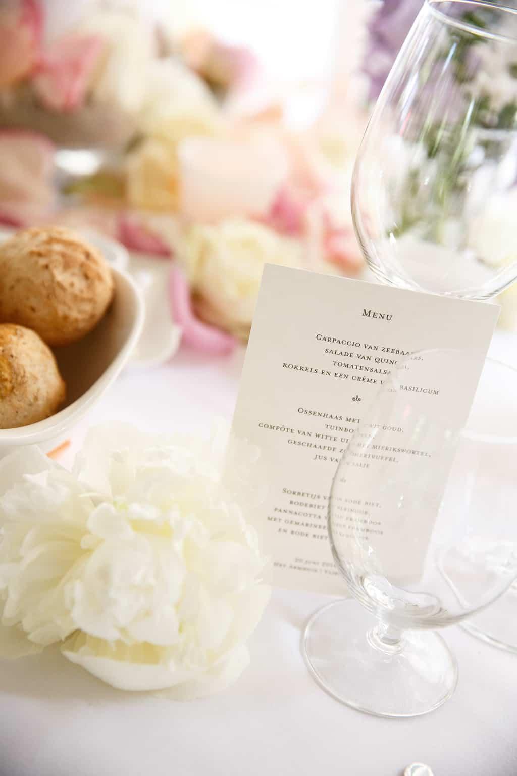 Menukaart van CardWise, Huwelijk Caroline Tensen en Ernst-Jan Smids, Trouwen op Vlieland, Evert Doorn Fotografie, Wedding en Planning, weddingplanner