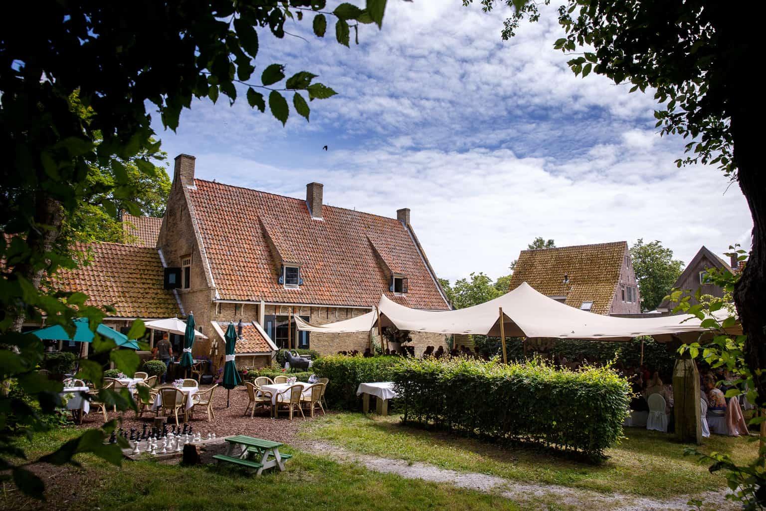 Huwelijk Caroline Tensen en Ernst-Jan Smids, Trouwen op Vlieland, Evert Doorn Fotografie, Wedding en Planning, weddingplanner