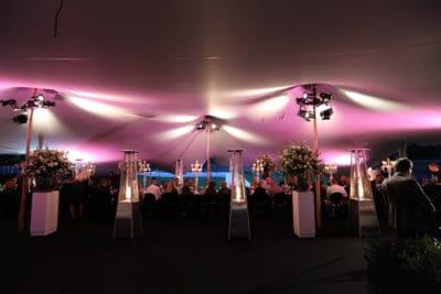 Sitdown diner in een tent, Kasteel de Hoogenweerth, wedding en planning, weddingplanner