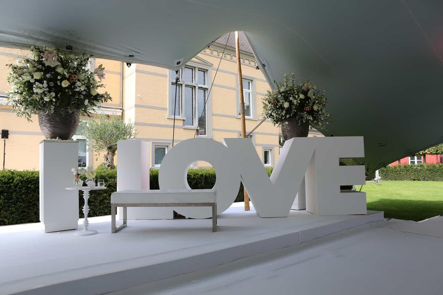 LOVE letters, ceremonie op Kasteel de Hoogenweerth, huwelijksdag, trouwen, bruiloft regelen, wedding en planning, weddingplanner