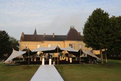 Welkom diner in de tent van Kasteel de Hoogenweerth,Loungen in een tent op je huwelijk, trouwen, bruiloft regelen, wedding en planning, weddingplanner